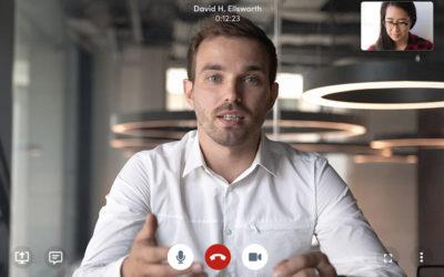 Video Meeting mit einem jungen Mann